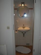 Kleines Duschbad vom Schlafzimmer 2 abgehend